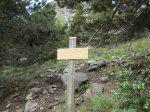 A droite, le sentier du Canigou